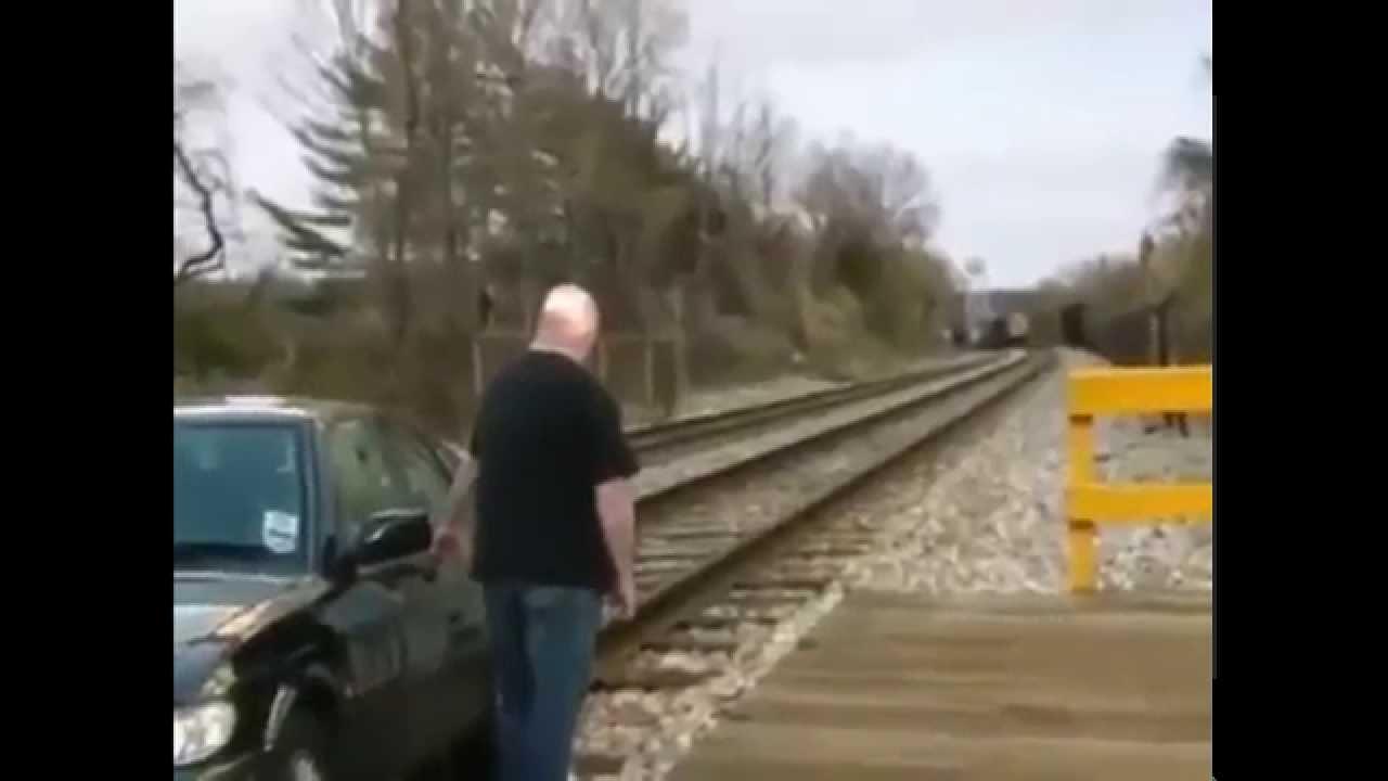 เกิดอะไรขึ้นเมื่อรถไฟมาถึง!!