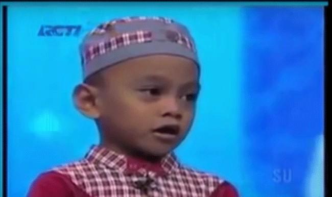 คลิปเด็กชายวัย 5 ขวบ จำอัลกรุอ่าน 29 ยุซ น้ำตาไหลเลย