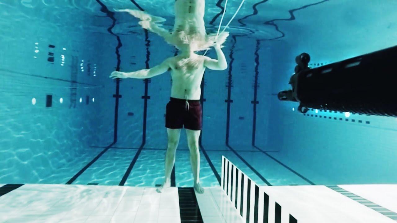 คลิปท้าตาย! นักฟิสิกส์ ยิงตัวเองในน้ำ เพื่อพิสูจน์ทฤษฎี ดูแล้งต้องทึ่ง!