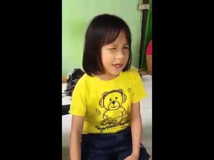 สาวน้อยตาบอดอ่านคัมภีร์กุรอาน ไพเราะมาก อยากให้ฟังกัน