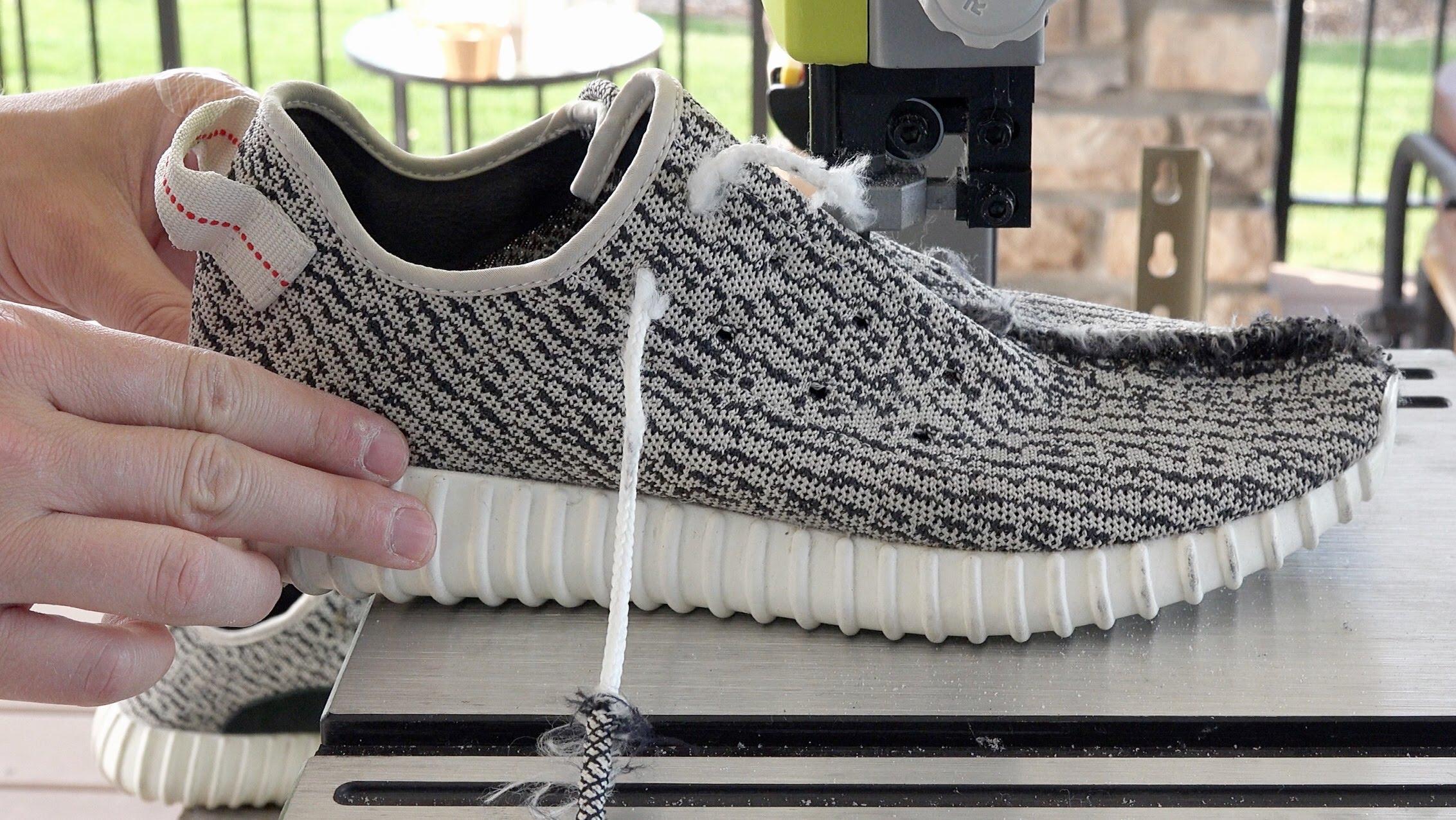 ได้ข่าวว่าแพงนัก! มาผ่ารองเท้า Adidas Yeezy Boost คู่ละ 4 หมื่นกัน ว่าข้างในเป็นยังไง?