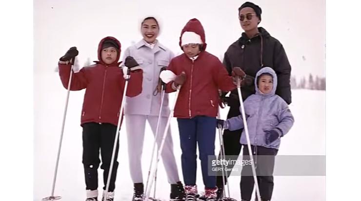 หาชมยาก! 'ในหลวง พระราชินี' ทรงเล่นสกี ร่วมพระโอรส-ธิดาทั้ง 3 ที่สวิตเซอร์แลนด์
