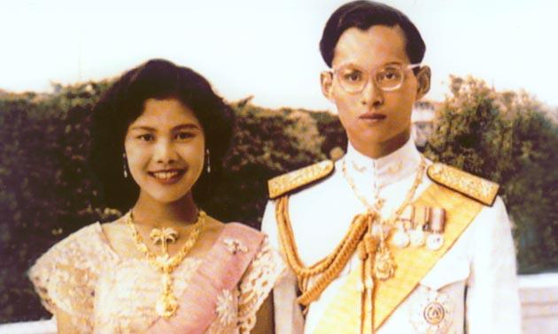 ย้อนดูภาพ วันแต่งงานของ ในหลวง-พระราชินี พระราชพิธีราชาภิเษกสมรส