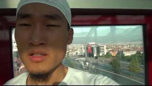 มุสลิมหนุ่มเกาหลี อ่านอัลกุรอาน